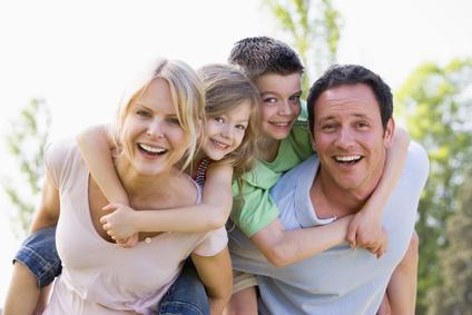 Glückliche Familie im Marketing